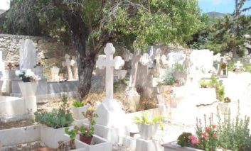 Larnaca residents to be charged for cemetery