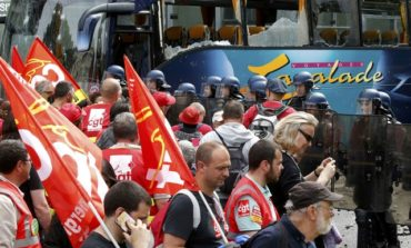 French protest union defies demo ban threat, says not to blame for violence