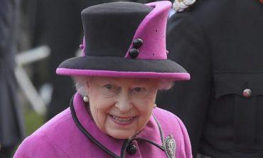 Gun salute marks Queen Elizabeth's 65 years on British throne