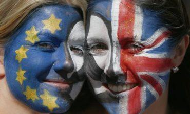 EU sees eurozone economy weaken this year, Britain to halve growth by 2018