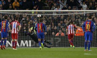 Suarez hero and villain as Barca reach King's Cup final