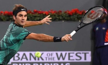 Federer, Nadal stay on course for desert showdown