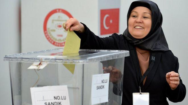 Turks in Germany have begun voting in a referendum on increasing President Tayyip Erdogan's powers