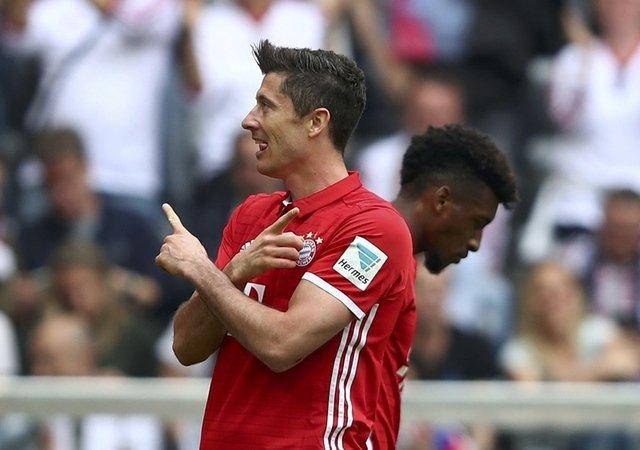 Lewandowski hat-trick as Bayern crush Augsburg, Leipzig win