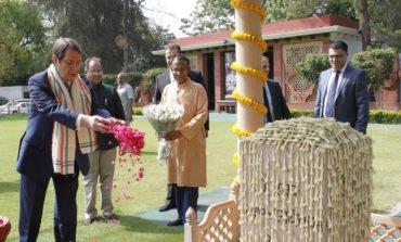 President pays tribute to Mahatma Gandhi