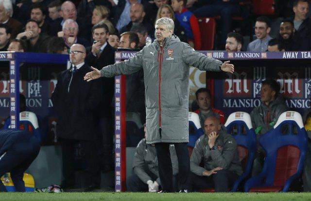 Wenger focused on team amid reports board split on future