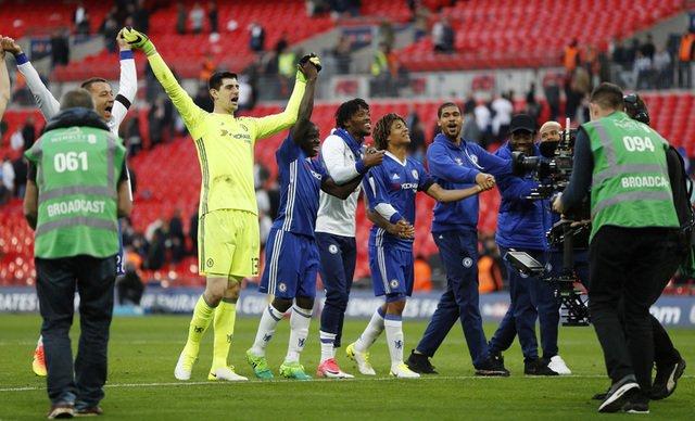 Chelsea edge Tottenham in thrilling Cup semi-final