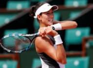 Champ Muguruza downs Schiavone, Wozniacki survives scare
