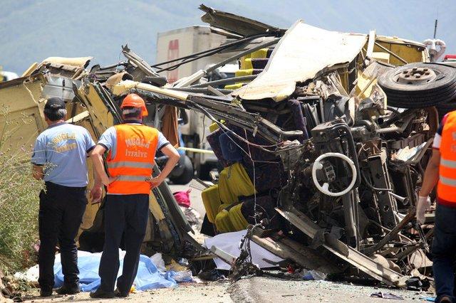 Bus crash kills 23 in Turkey tourist town