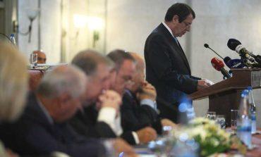 Anastasiades thanks civil servants for their contribution