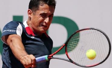 Tearful Almagro retires with leg injury