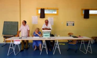 Macron sets sights on huge parliamentary majority