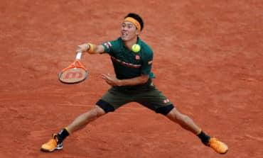 Nishikori survives injury scare to reach round three
