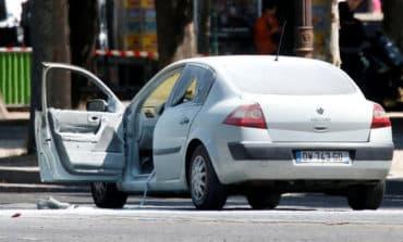 Car rams police vehicle on Paris, driver dead