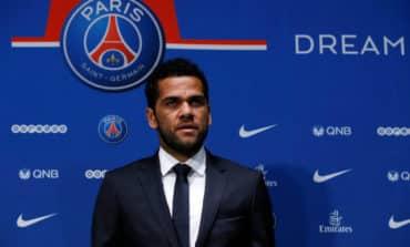 Alves joins Paris Saint-Germain on free transfer