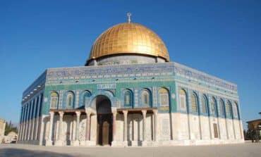 Two Israeli policemen shot dead near Jerusalem holy site (Update)