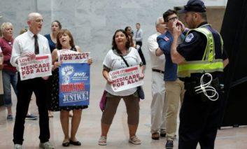 Republicans consider bipartisan healthcare talks (Update)