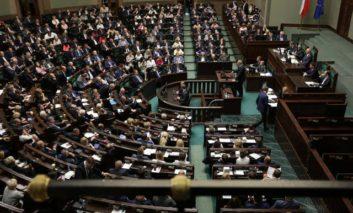 Poland's lower house passes Supreme Court bill, risks EU ire