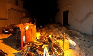 Quake kills two on Italian island, brothers saved (Update 3)