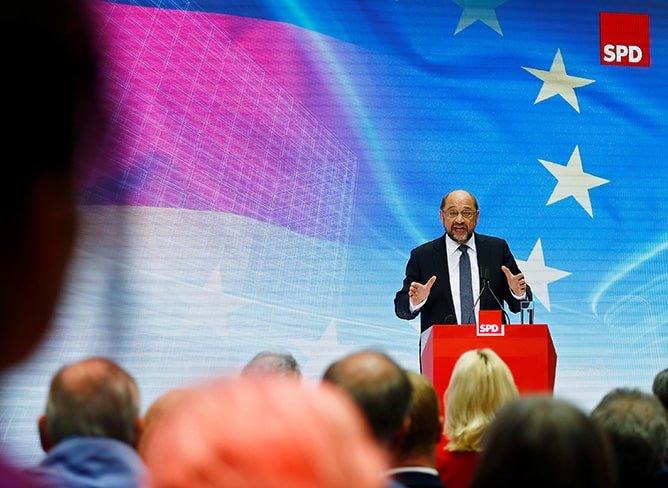 Pre-election turmoil as SPD-Greens lose majority in German state