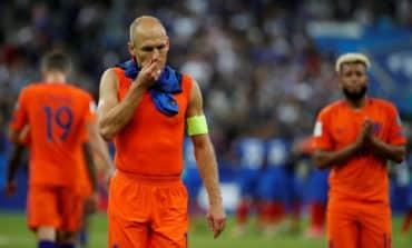 World Cup door still ajar for Netherlands, says Robben