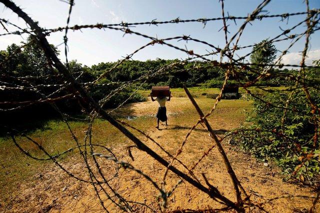 Myanmar laying landmines near Bangladesh border