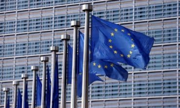 EU Commission expects growth to moderate at 3.2% this year