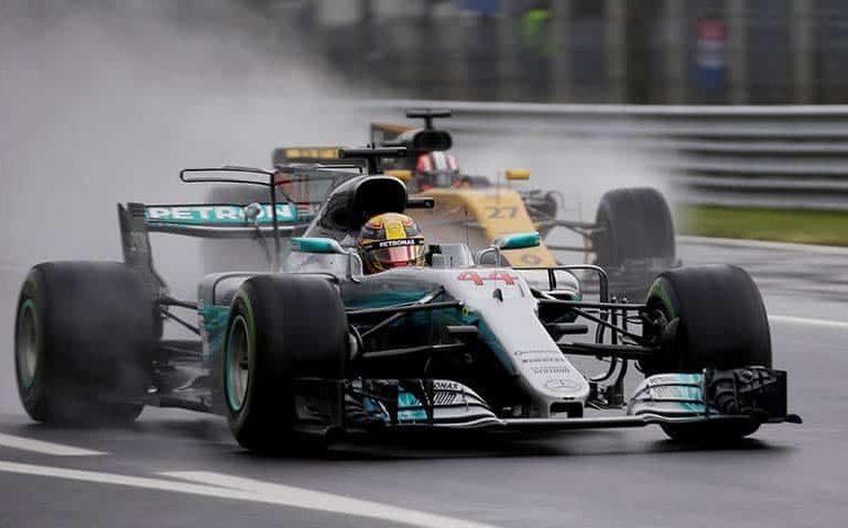 Hamilton takes record pole at Monza