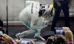 Luck rains on Hamilton as he wins Singapore GP