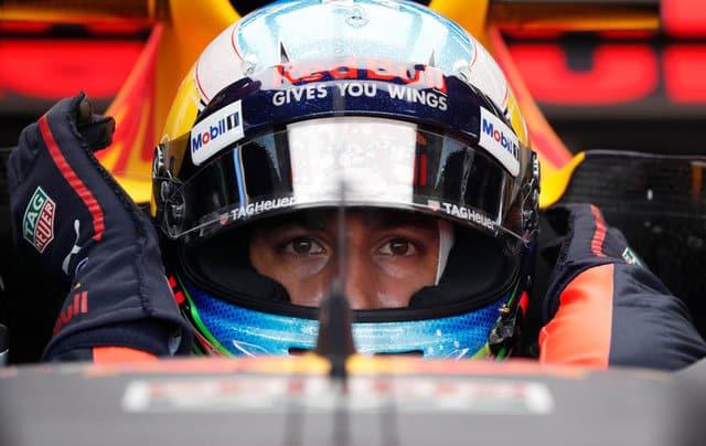 Red Bull's Ricciardo shines in Singapore practice