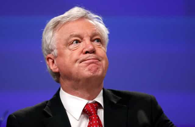Brexit talks hit cash impasse, Barnier eyes move by Dec