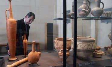 Anastasiades visits Louvre