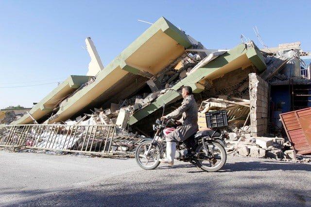 Iran ends quake rescue operations, hungry survivors battle cold