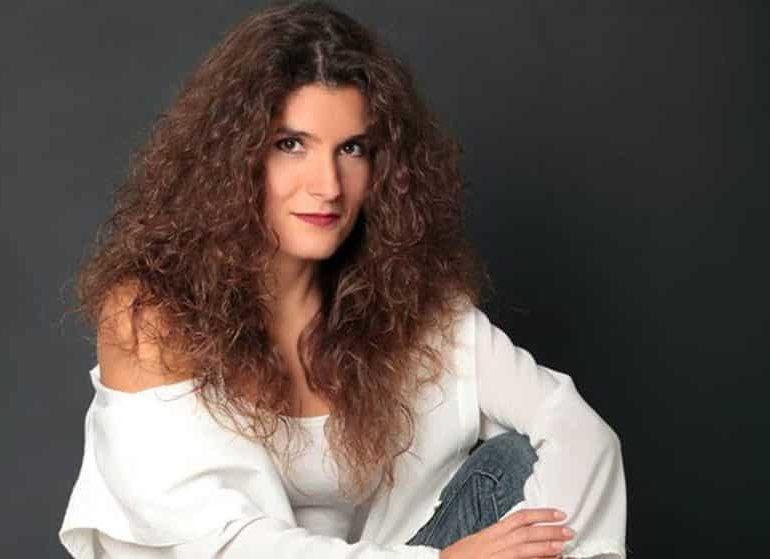 Α MINUTE WITH Betty Harlafti Singer, Mezzo soprano