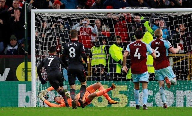 Injury time Sanchez penalty gives Arsenal win at Burnley