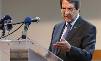 Akel accuses Anastasiades of handling Cyprus problem on his own