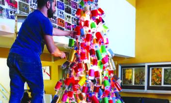 Dali lyceum unveils unique Christmas tree
