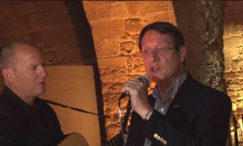 President sings for the press