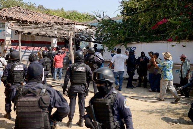 Gun Battle Erupts Outside Mexican Beach Resort Eleven Dead