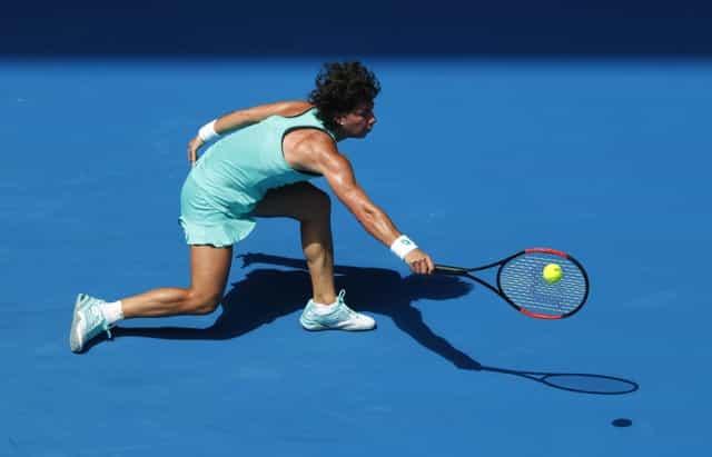 Wozniacki gallops into Melbourne quarter-finals, Navarro outlasts Kontaveit