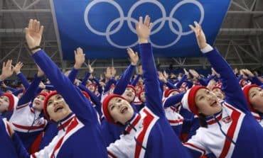 N. Korean cheerleaders appear at S. Korean ice hockey game