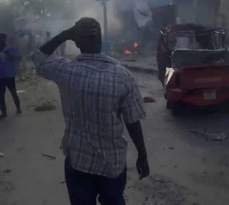 Suicide car bomb kills three near Somali parliament