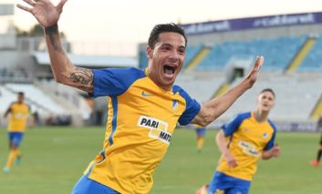Apoel keep up pressure as leading duo continue winning ways