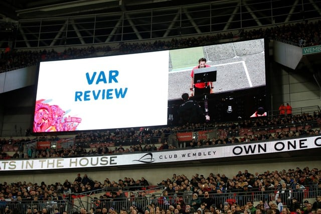 Stadium screens to show VAR reviews at WC