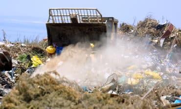 Communities threaten to shut roads unless timeframe given for landfill shutdown (Updated: adds minister)