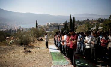 New asylum-seekers free to travel from Greek islands