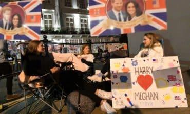 Crowds descend on Windsor for royal wedding