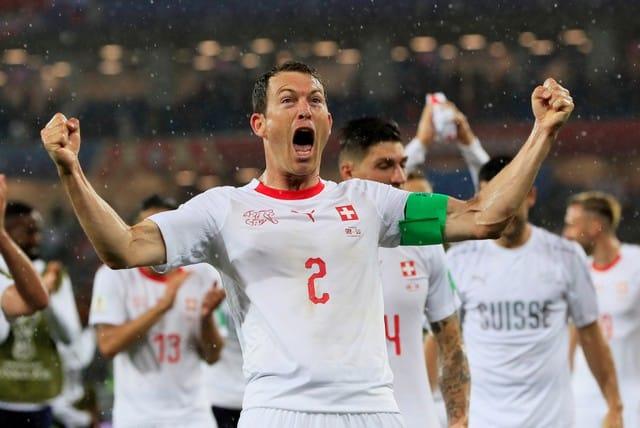 Switzerland strike late to sink Serbia 2-1