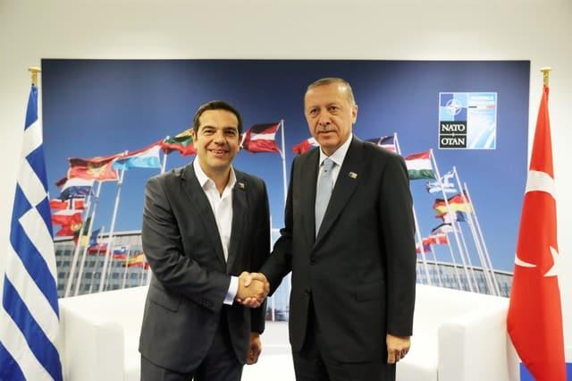 Tsipras briefs Anastasiades on meeting with Erdogan