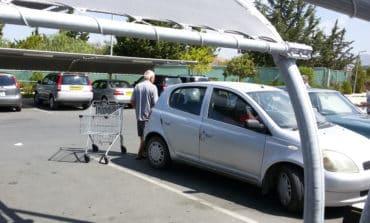 Hostile pedlars targeting shoppers at supermarkets